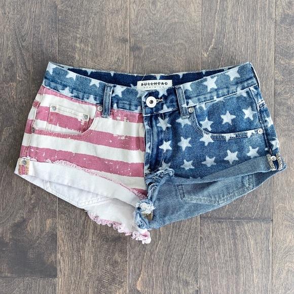 Bullhead Pants - Bullhead Slouchy American Flag Frayed Jean Shorts
